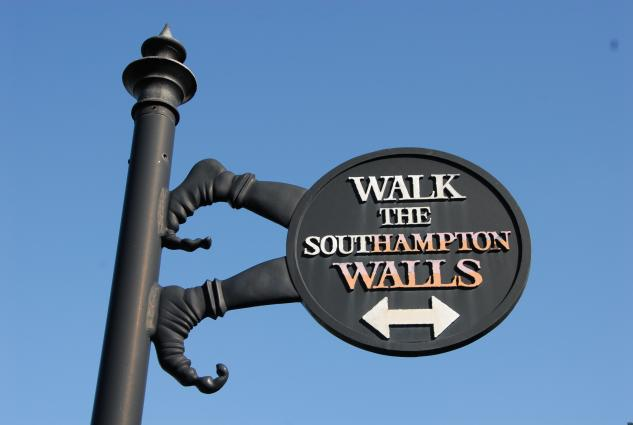 walk-the-southampton-walls-sign.633.425.s