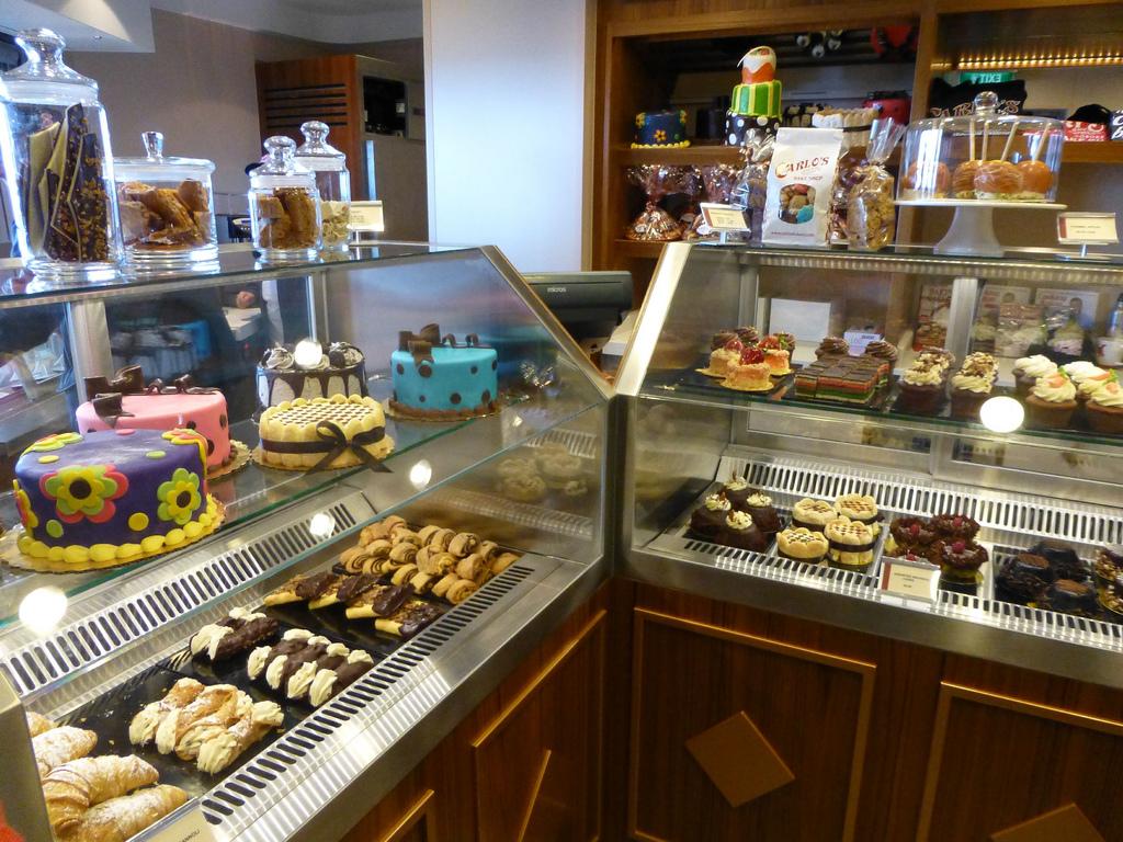 Carlo S Bake Shop Sweet Room