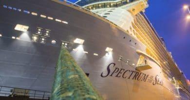 Video: Spectrum of the Seas in Eemshaven na Eemstocht