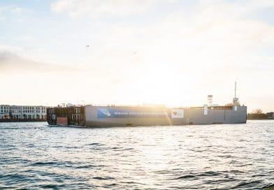 LNG blok van AIDAcosma van Rostock naar Papenburg